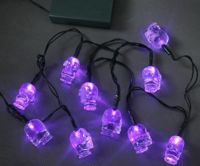 Purple LED fairy lights with skull decorations, Halloween party decorations and pirate costumes battery powered